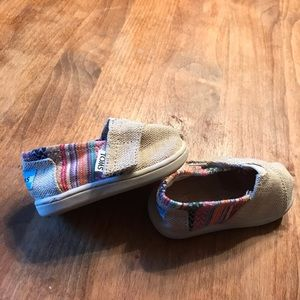 Baby Toms with with stripe/Aztec design size T4